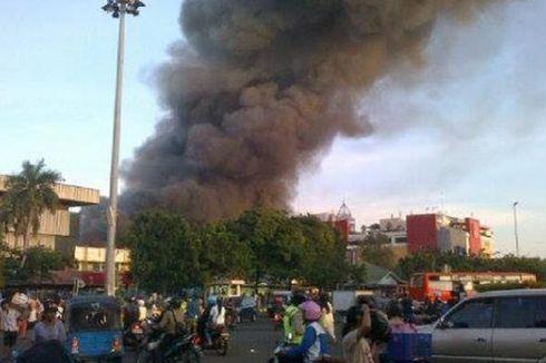 40 Mobil Damkar Dikerahkan, Api Pasar Senen Belum Padam