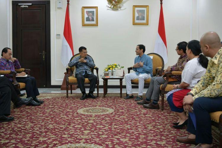 Wakil Presiden Jusuf Kalla dan CEO Go-Jek Nadiem Makarim