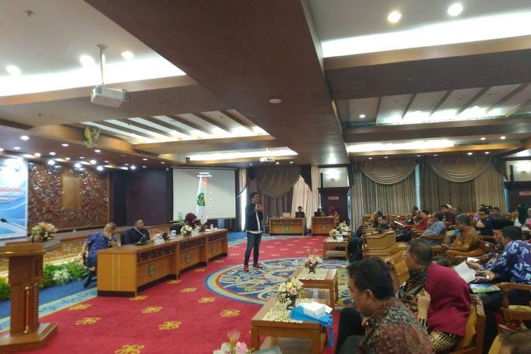 Pimpinan Redaksi Kompas.com, Wisnu Nugroho saat memaparkan materi dalam acara Rapat Koordinasi Bakohumas di Kantor Gubernur Kaltim, Samarinda, Kamis (14/11/2019).