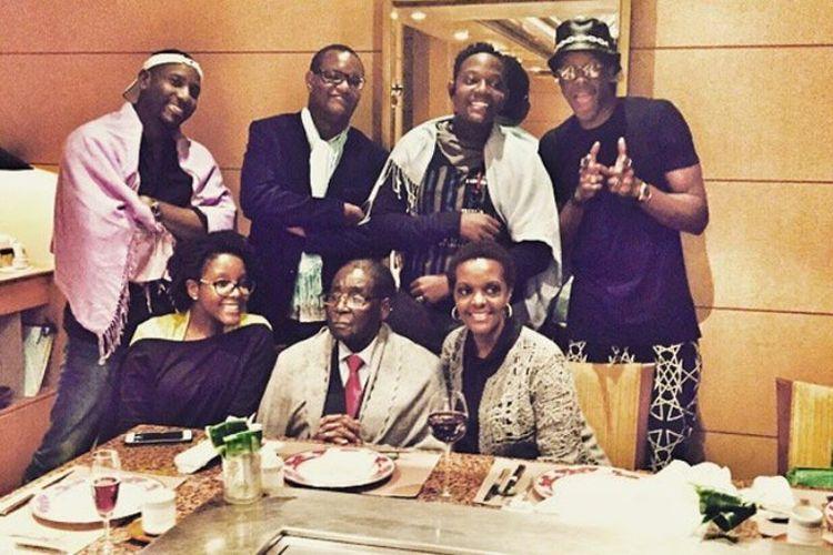 Robert Mugabe bersama istri dan anak-anaknya.