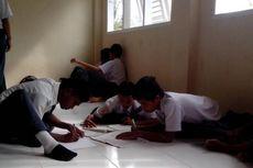 DPRD Desak Sekolah Tampung Siswa Binaan, Para Siswa Jadi Belajar di Lantai