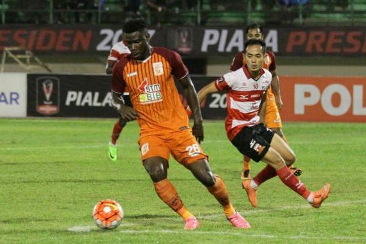 Pusamania Borneo FC dan Madura United berduel pada perempat final Piala Presiden 2017 di Stadion Manahan, Solo, Sabtu (25/2/2017).