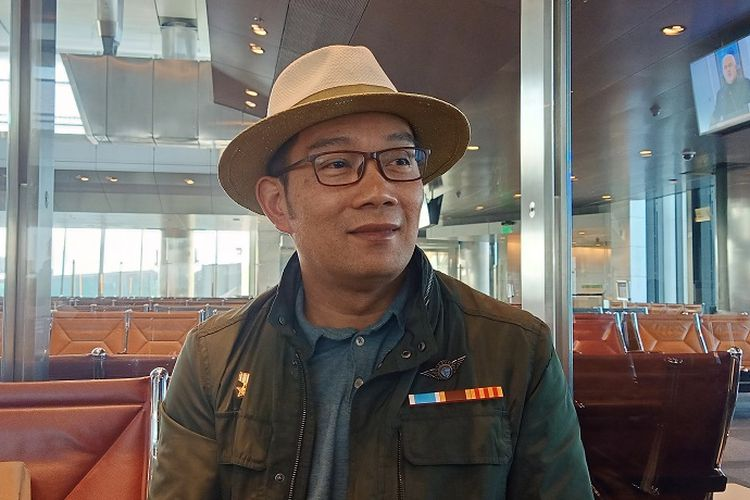 Gubernur Jawa Barat Ridwan Kamil sedang transit di Bandara Internasional Hamadi, Doha, Qatar, Minggu (26/5/2019). Ridwan Kamil didapuk menjadi pembicara utama dalam forum UN-Habitat di Nairobi, Kenya, Afrika Timur.