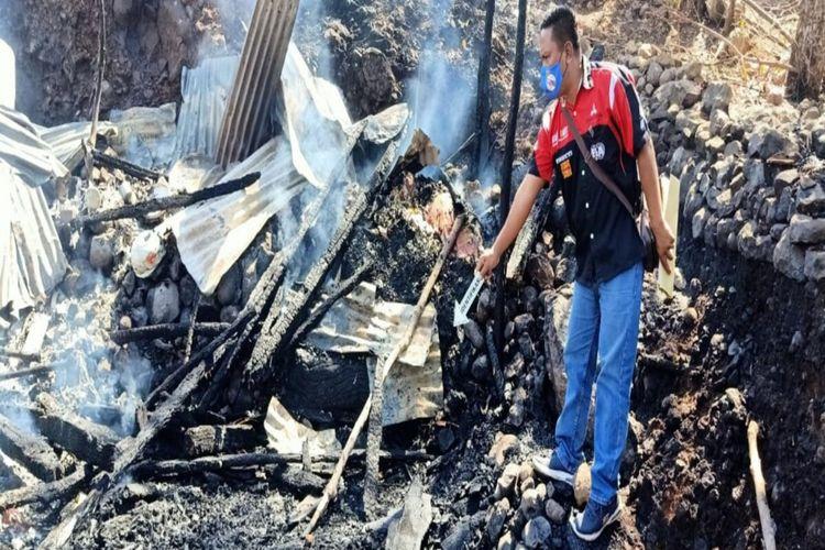 Tim Indetifikasi Polres Bima Kota saat melakukan olah TKP di lokasi kebakaran