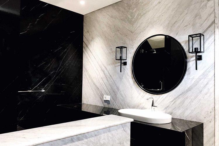 Kamar mandi modern J House karya JW Consultant