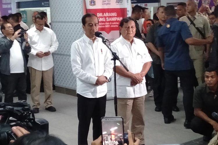 Jokowi dan Prabowo di Stasiun MRT Senayan, Jumat (13/7/2019)