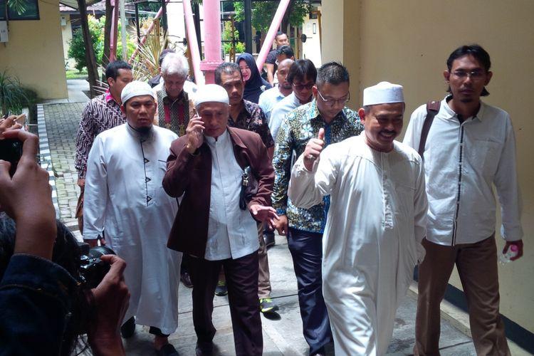 Ketum Persaudaraan Alumni (PA) 212 Slamet Maarif saat menjalani pemeriksaan di Mapolresta Surakarta, Solo, Jawa Tengah, Kamis (7/2/2019).