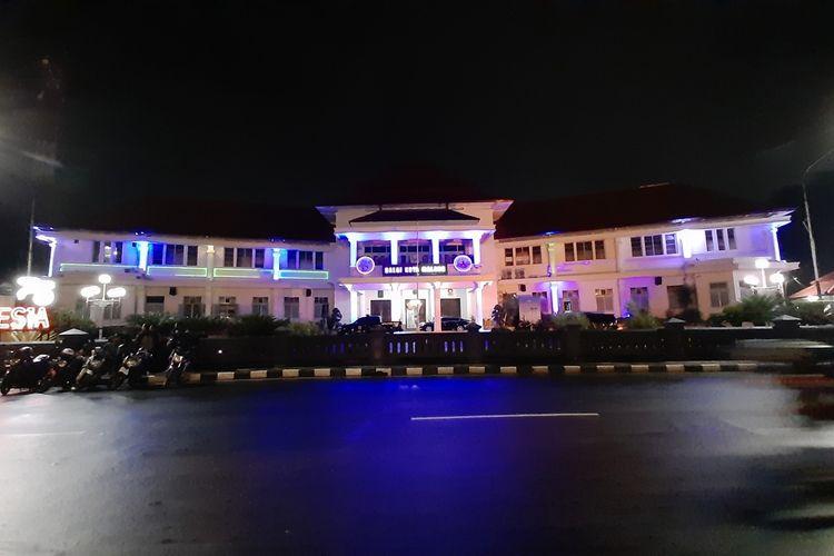 Balai Kota Malang pada saat malam hari pada Sabtu, 9 Januari 2021 lalu.
