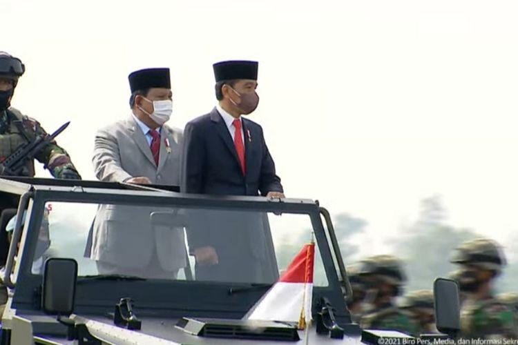 Presiden Joko Widodo melakukan pemeriksaan pasukan bersama Menteri Pertahanan <a href=
