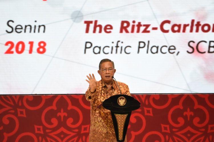 Menteri Koordinator Bidang Perekonomian Darmin Nasution saat memberikan pidato kunci pada acara CEO Networking di Jakarta, Senin (3/12/2018).