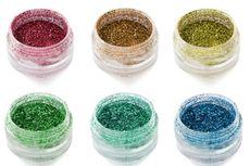 Sisi Gelap dari Kemilau Glitter dan Alasan Kita Tak Perlu Memakainya