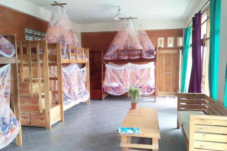 Interior salah satu kamar di La Calypso Guesthouse Pacitan.