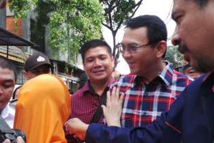 Calon gubernur DKI Jakarta Basuki Tjahaja Purnama atau Ahok berkampanye di Petojo Utara, Jakarta Pusat, Selasa (8/11/2016).