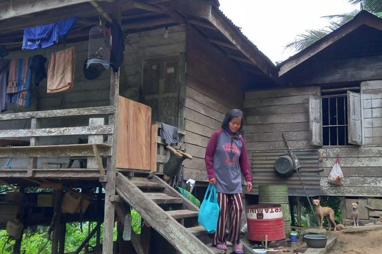 Berta Bua'dera saat berada di rumah yang dipinjamkan warga ke dirinya dan suaminya di Kampung Kecamatan Samarinda Utara, Kota Samarinda, Kaltim, Rabu (28/10/2020).