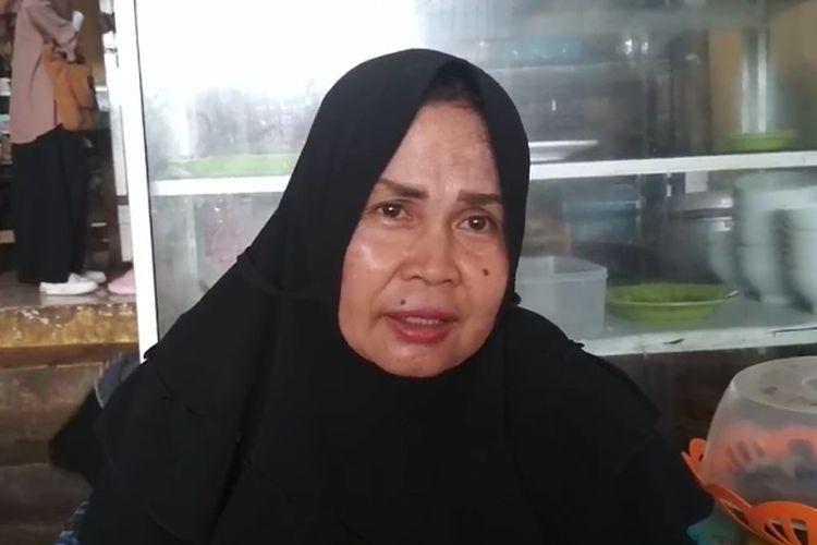 Kantin Arowana Mace Ardi atau lebih akrab disebut Mace-mace (mama), berbeda dengan kantin-kantin yang ada di lingkup Universitas Hasanuddin (Unhas).