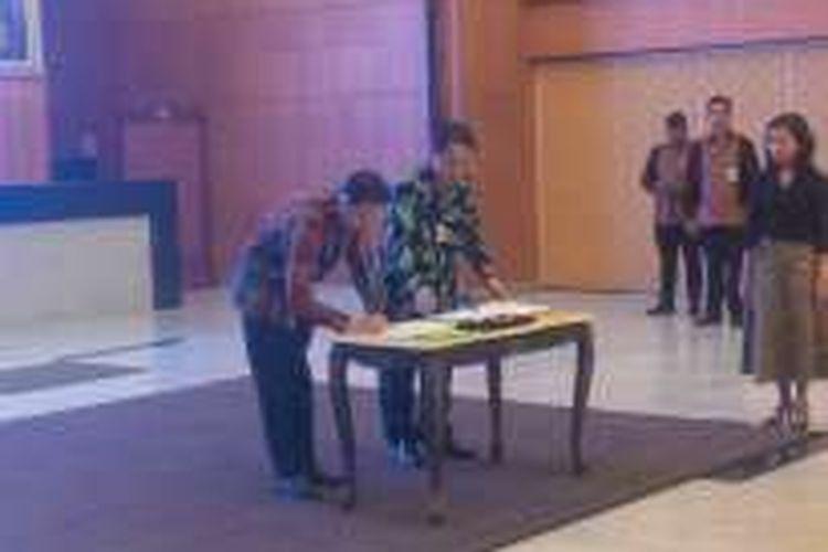Penandatangan Kerja sama Pemberharuan Data dan Informasi Statistik Penanaman Modal oleh Kepala BKPM Thomas Lembong dengan Kepala BPS Suryamin, Senin (8/8/2016), di kantor BKPM, Jakarta.