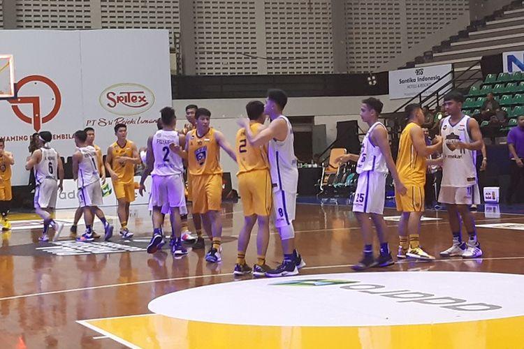 Laga pertama Amartha Hangtuah vs Satya Wacana Salatiga di fase grup Piala Presiden Bola Basket 2019, Rabu 20/11/2019).