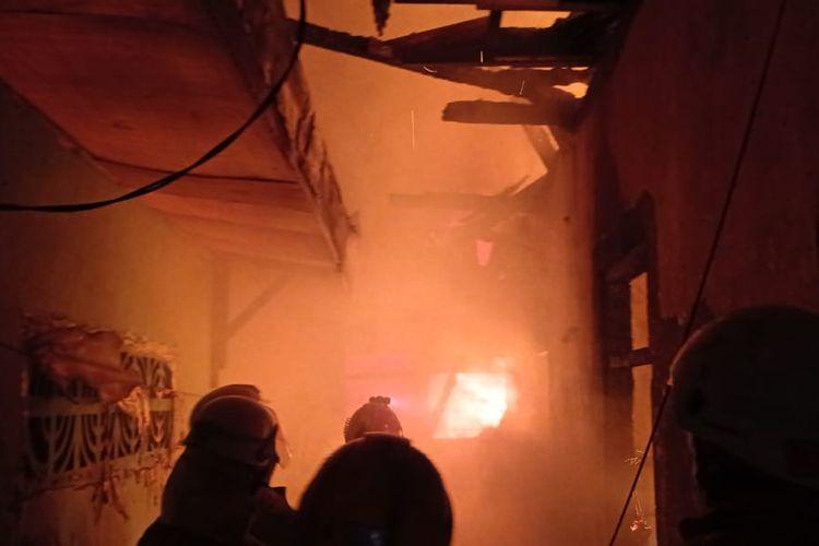 Kebakaran melanda tujuh rumah di Jalan Matraman I, Kelurahan Kebon Manggis, Kecamatan Matraman, Jakarta Timur, Senin (7/12/2020) malam.