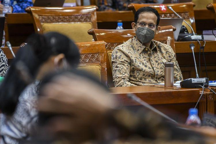 Menteri Pendidikan, Kebudayaan, Riset dan Teknologi (Mendikbud-Ristek) Nadiem Makarim mengikuti rapat kerja dengan Komisi X DPR di Kompleks Parlemen, Senayan, Jakarta, Senin (23/8/2021). Rapat kerja tersebut membahas realokasi dan refokus APBN 2021 serta membahas isu-isu terkini seperti salah satunya tentang pembelajaran tatap muka. ANTARA FOTO/Galih Pradipta/wsj.