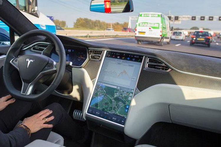 Ilustrasi mobil otonomos atau self-driving Tesla.