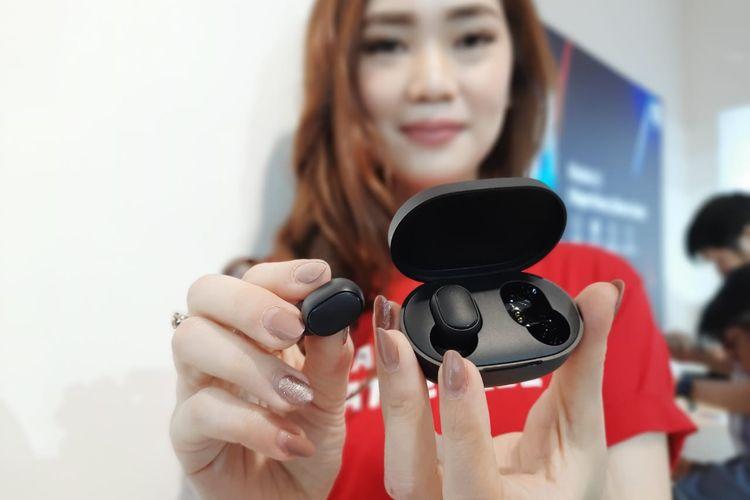 Xiaomi membawa Mi True Wireless Earbuds Basic. Earbuds ini dibanderol dengan harga murah meriah.
