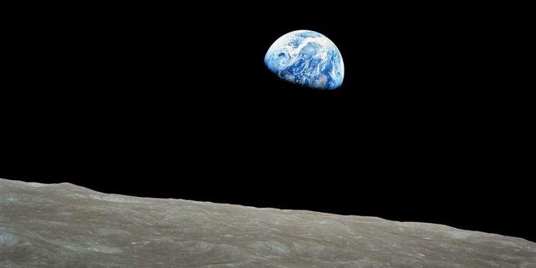 Pemandangan Bumi yang difoto dari permukaan Bulan dalam misi Apollo 8, 1968