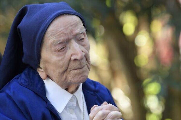 Sister Andre (Lucile Randon), manusia tertua di Eropa dinyatakan sembuh dari infeksi Covid-19 beberapa hari menjelang ulang tahun ke-117.