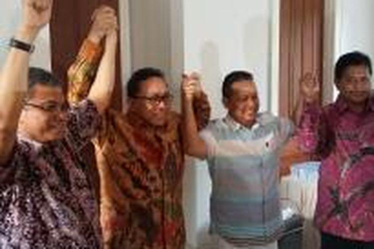 Bakal calon ketua umum PAN Zulkifli Hasan saat mendatangi kediaman mantan Ketua Umum PAN Soetrisno Bachir, di Kawasan Simprug, Kebayoran Baru, Jakarta Selatan, Rabu (18/2/2015).
