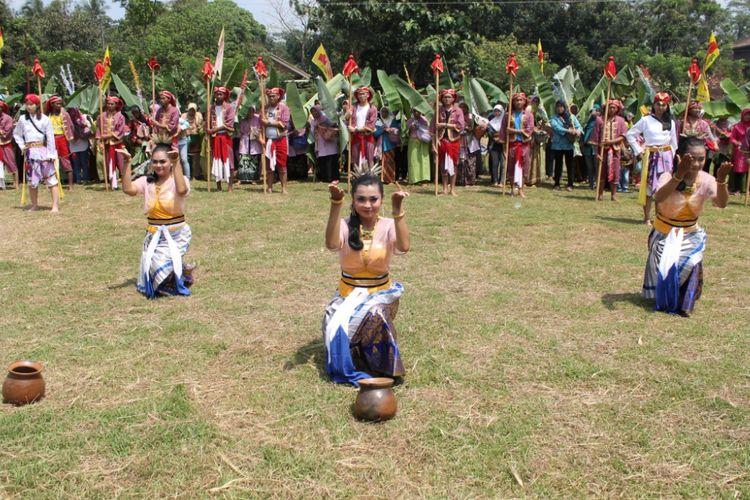 Pawai Budaya di Desa wisata Kandri Semarang, pada 2014 lalu.Tahun ini, Pemerintah Semarang membangun 200 homestay bertaraf internasional di Desa Kandri. Selain itu, beragam aktivitas budaya dan infrastruktur akan dilengkapi.