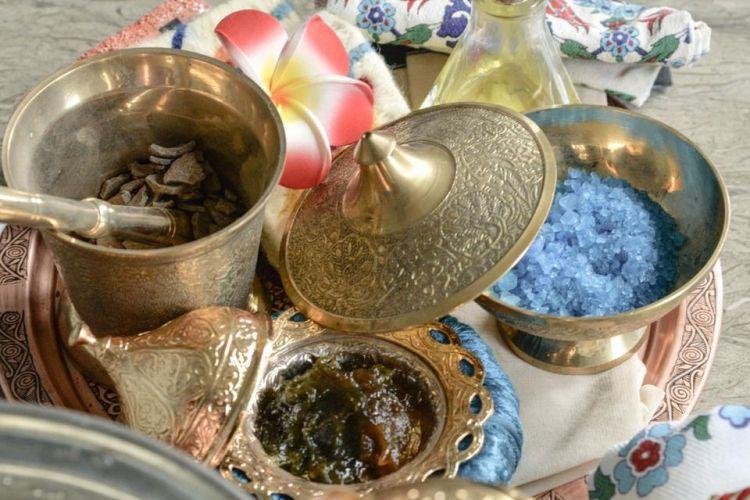 Peralatan yang digunakan untuk treatment Morrocan Hammam di Arabella Hammam Spa & Coffee.
