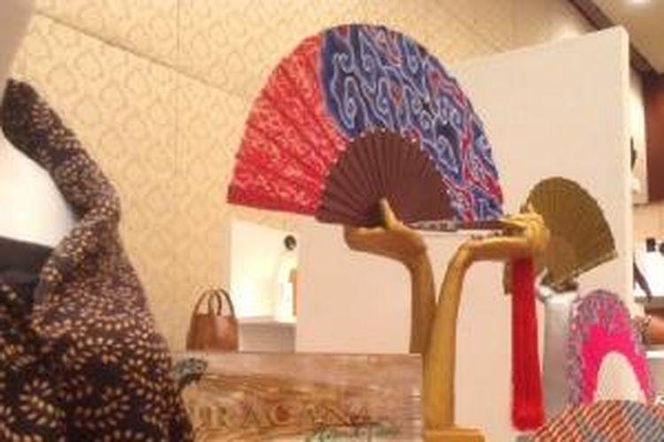 Kipas Wiracana Handfan dalam pameran Buyer's Room Jakarta Fashion Week 2014
