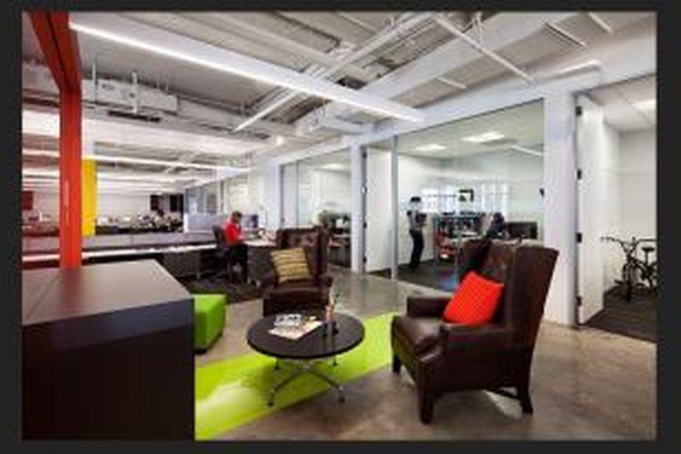 Suara bising yang mengganggu, serta stimulan visual pada kantor-kantor berkonsep ruang terbuka merupakan alasan utama penurunan tersebut.