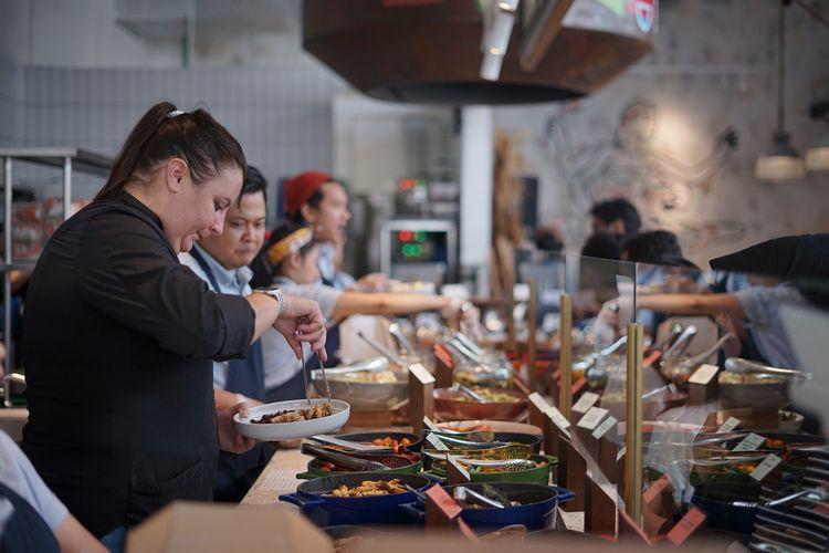 Gerai Grain Traders di WTC 5 Jakarta menawarkan konsep open kitchen dengan gerai yang homey dengan sentuhan seni di sudut-sudut ruangan.