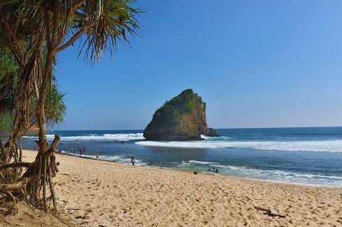 Jelajah Pantai Ngudel di Malang Selatan, Ada Bukit Asmara