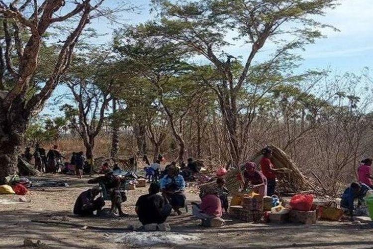 Masyarakat adat Besipae kini terpaksa tinggal di alam terbuka.