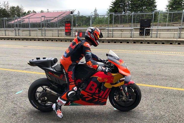 Dani Pedrosa akhirnya jalani sesi tes menggunakan motor KTM RC16.