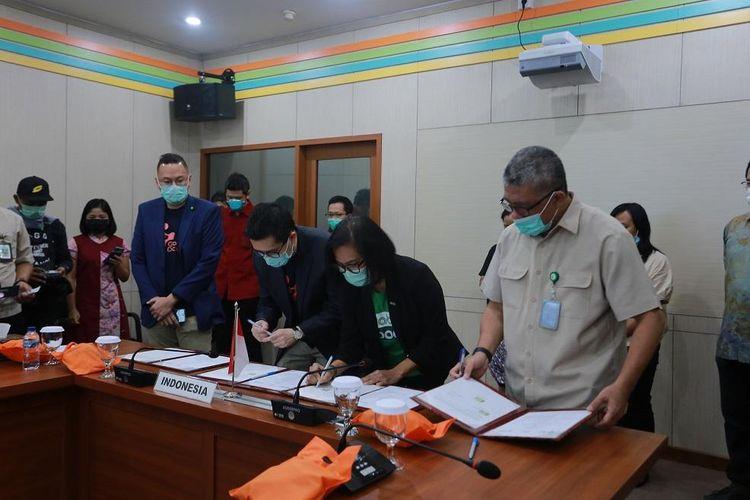Penandatanganan kerja sama Grab Indonesia dan Good Doctor dengan Kementerian Kesehatan (Kemenkes) RI untuk layanan pemeriksaan awal Covid-19 secara online pada aplikasi GrabHealth.