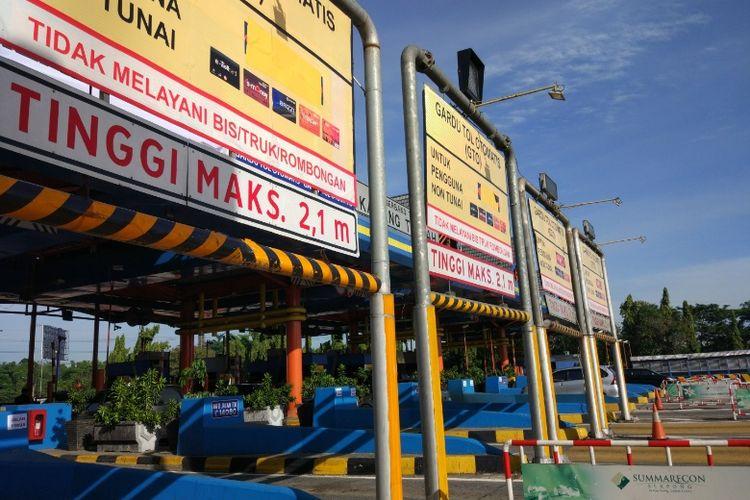 Gerbang Tol Karang Tengah, Senin (10/4/2017).