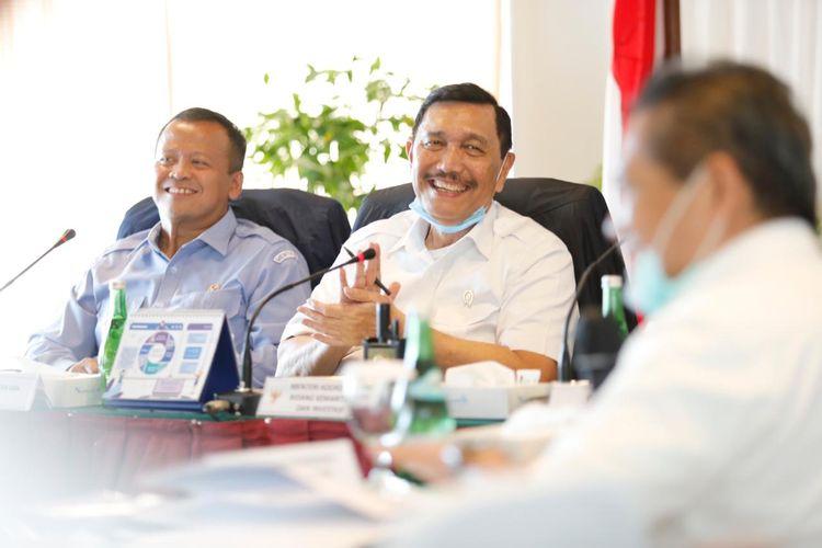 Menko Bidang Kemaritiman dan Investasi Luhut Binsar Pandjaitan didampingi Menteri KKP Edhy Prabowo melakukan kunjungan kerja ke Batam, Jumat (3/7/2020).