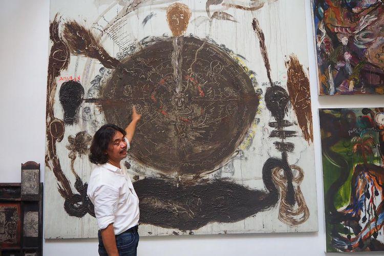 Dosen Fakultas Seni Rupa Desain ITB yang juga seniman dan budayawan, Tisna Sanjaya mengajak masyarakat dan para penggiat seni tetap produktif di tengah pandemi.  Seniman sekaligus budayawan