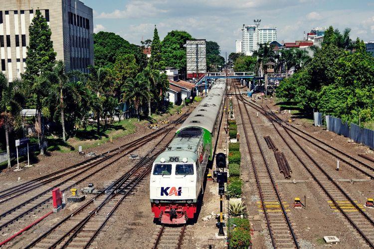 Dengan adanya Gapeka 2021, waktu tempuh perjalanan kereta api menjadi lebih singkat.