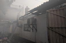 Pabrik yang Terbakar di Penjaringan Memproduksi Sepatu TNI-Polri
