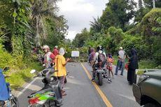 Warga Blokade Jalan, Kesal Bupati Perintahkan Posko Covid-19 Dibongkar