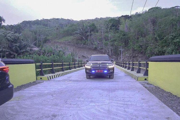 Jembatan Samaenre yang hanya terbuat dari kayu menghubungkan dasa-desa di daerah pedalaman Kabupaten Pangkep-Kabupaten Barru-Kabupaten Bone akhirnya di perbaiki menjadi jembatan beton.