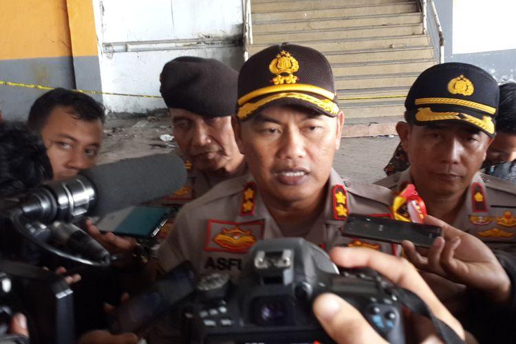 Kapolres Malang Kota AKBP Asfuri saat meninjau TKP penemuan potongan tubuh wanita di lantai 2 Pasar Besar Kota Malang, Rabu (15/5/2019)