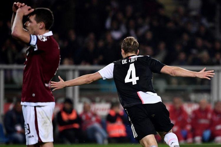 Bek Juventus, Matthijs de Ligt from, berselebrasi seusai mencetak gol dalam pertandingan Serie A antara Torino vs Juventus di Stadio Olimpico Grande Torino, Turin, pada Sabtu (2/11/2019).