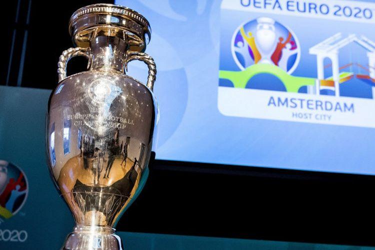 Trofi Piala Eropa dipamerkan dalam peluncuran logo Euro 2020 Amsterdam. Berikut ini jadwal lengkap Euro 2020.