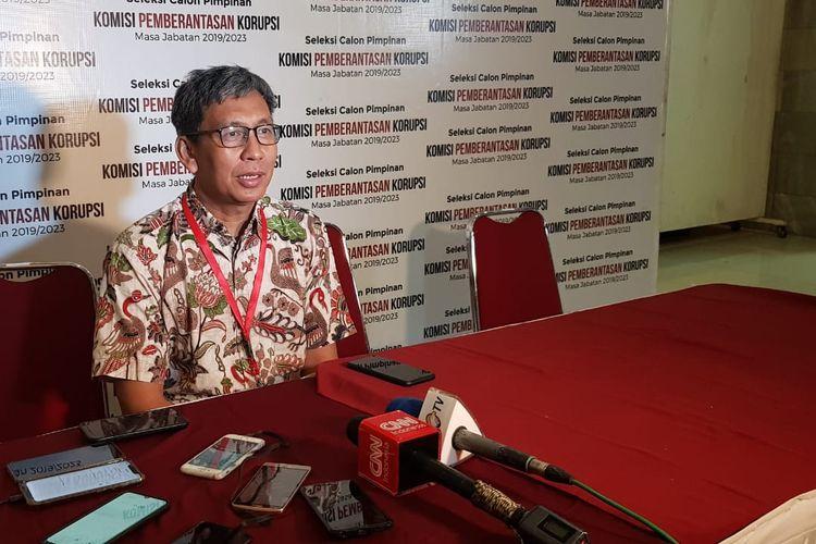 Anggota Pansel Capim KPK Hamdi Muluk saat memberi keterangan pers di Gedung Lemhanas, Jumat (9/9/2019).