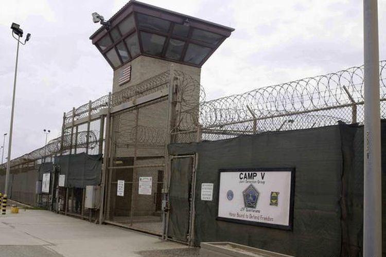 Pintu masuk Kamp 5 dan Kamp 6 pusat penahanan militer AS di markas angkatan laut Teluk Guantanamo, Kuba, (7/6/2014).