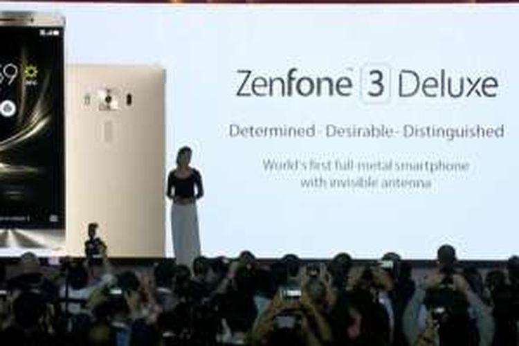 Zenfone 3 Deluxe saat diluncurkan, Senin (30/5/2016).